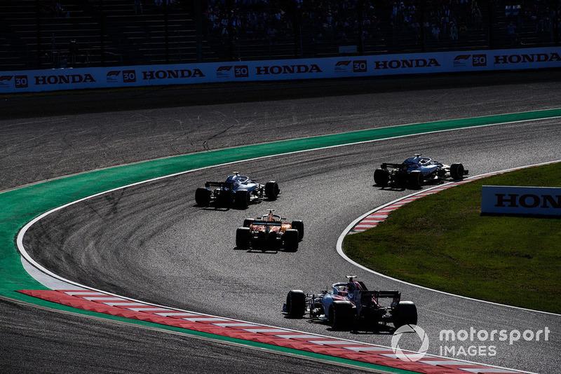 Sergey Sirotkin, Williams FW41, Stoffel Vandoorne, McLaren MCL33 y Charles Leclerc, Sauber C37