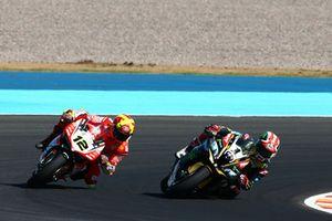 Jonathan Rea, Kawasaki Racing overtakes Xavi Fores, Barni Racing Team