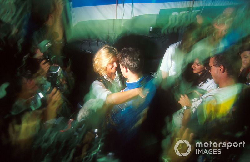 Corinna Schumacher félicite Michael Schumacher, Benetton