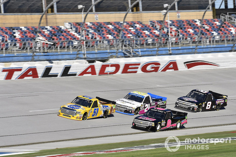David Gilliland, Kyle Busch Motorsports, Toyota Tundra Pedigree and Ray Ciccarelli, Jennifer Jo Cobb Racing, Chevrolet Silverado CMI Installations Chevrolet