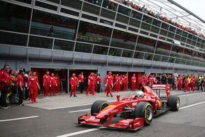 Ferrari F60 en pit lane