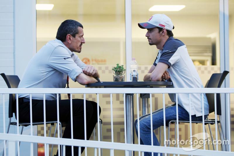 Guenther Steiner, Haas F1 director del equipo con Esteban Gutiérrez, Haas F1 Team