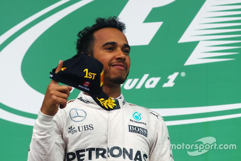 Yarış galibi Lewis Hamilton, Mercedes AMG F1 podyumda