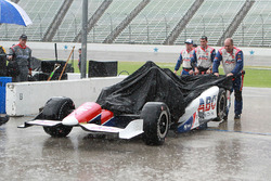 A.J. Foyt Enterprises crew members in the rain