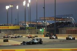 Nico Rosberg, Mercedes AMG F1 W07 Hybrid mène au départ de la course