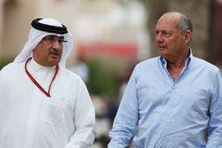 Presidente Ejecutivo de McLaren, Ron Dennis y el Jeque Mohammed bin Essa Al Khalifa, Director Ejecut