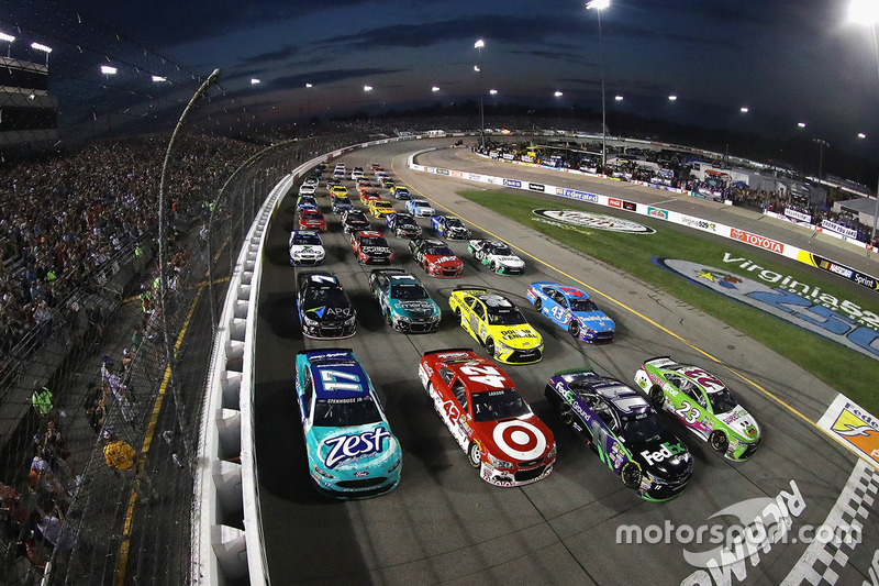 5. Drivers go four-wide to salute the fans before the start