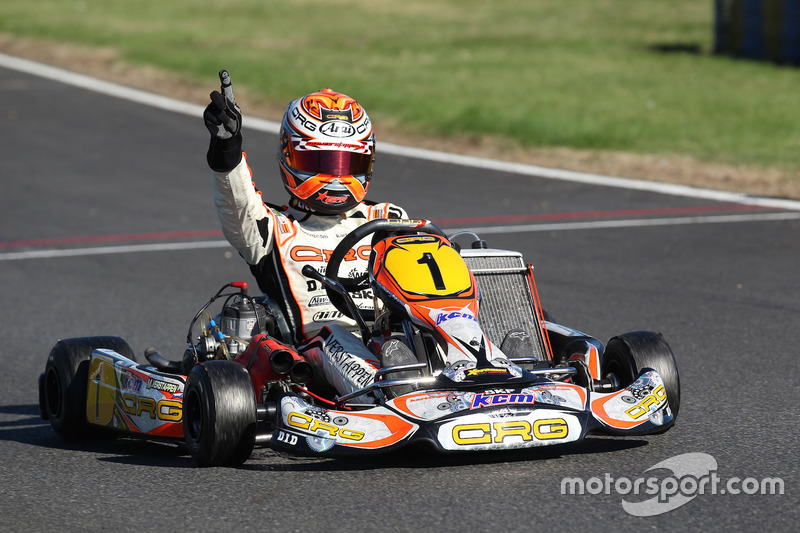 Max Verstappen comemora vitória no kart quando jovem