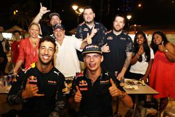 Daniel Ricciardo Red Bull Racing e Max Verstappen Red Bull Racing al Newton Food Centre