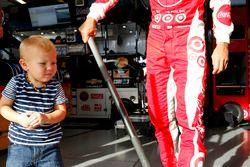 Kyle Larson, Chip Ganassi Racing Chevrolet et son fils