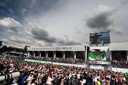 Podio: Nico Rosberg, Mercedes AMG F1, segundo; Lewis Hamilton, Mercedes AMG F1, ganador de la carrer