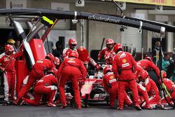 Sebastian Vettel, Ferrari SF16-H s'arrête aux stands