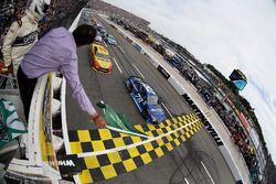 Start: Martin Truex Jr., Furniture Row Racing Toyota aan de leiding