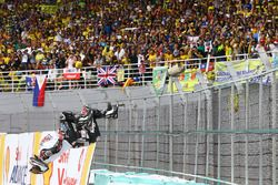Yarış galibi Johann Zarco, Ajo Motorsport takla atıyor