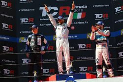 Podium: Sieger Mikhail Grachev, West Coast Racing, Honda Civic TCR, 2. Mato Homola, B3 Racing Team H