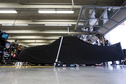 Der Truck von Tyler Reddick, Brad Keselowski Racing Ford, abgedeckt in der Boxengasse