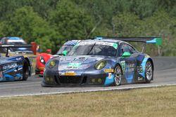 #23 Team Seattle/Alex Job Racing, Porsche GT3 R: Mario Farnbacher, Alex Riberas mit einem Reifenscha