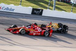 Scott Dixon, Chip Ganassi Racing Chevrolet, James Hinchcliffe, Schmidt Peterson Motorsports Honda