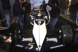 Nelson Piquet Jr. sentado en el Brabham BMW F1