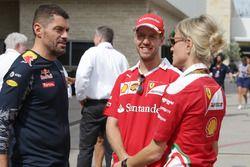 Guillaume Rocquelin, Red Bull Racing, Renningenieur; Sebastian Vettel, Ferrari; Britta Roeske, Ferra