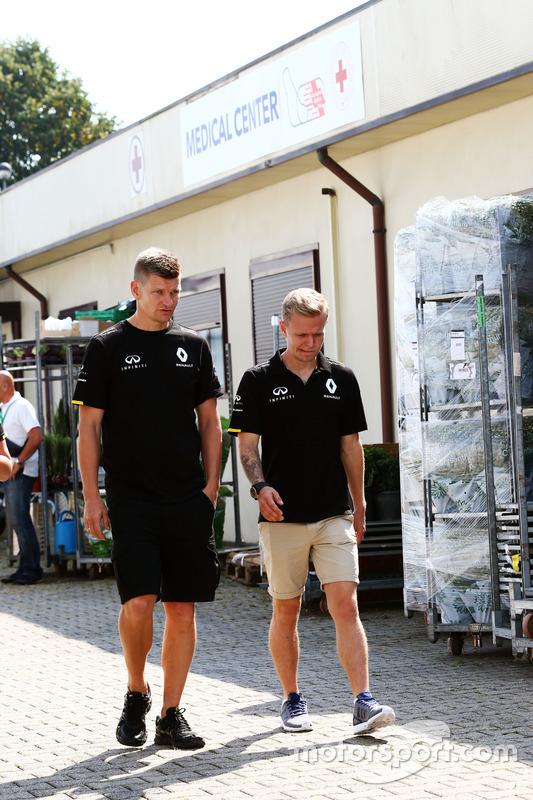 Kevin Magnussen, Renault Sport F1 Team leaves the Medical Center
