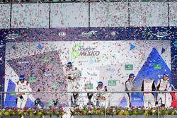Podium: ganadores, Timo Bernhard, Mark Webber, Brendon Hartley, Porsche Team, segundos, Marcel Fässl