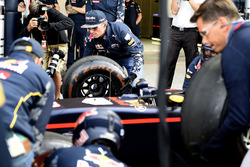Max Verstappen, Red Bull Racing practices pit stops with the team