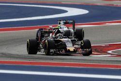 Carlos Sainz Jr., Scuderia Toro Rosso STR11, Felipe Massa, Williams FW38