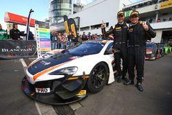 Les vainqueurs #58 Garage 59 McLaren 650S GT3: Rob Bell, Alvaro Parente
