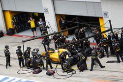 Kevin Magnussen, Renault Sport F1 Team R.S.16 s'arrête aux stands