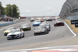 Inicio: #15 Multimatic Motorsports Ford Shelby GT350R-C: Scott Maxwell, Billy Johnson líder