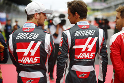 Romain Grosjean, Haas F1 Team VF-16, et Esteban Gutierrez, Haas F1 Team VF-16