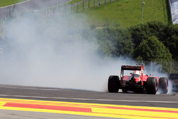 Sebastian Vettel, Ferrari SF16-H spins off the circuit in the second practice session
