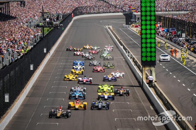 Inicio: James Hinchcliffe, Schmidt Peterson Motorsports Honda líder