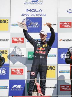 Rookie-Podium: Sieger Niko Kari, Motopark Dallara F312, Volkswagen