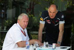 El Dr. Helmut Marko, Red Bull Motorsport Consultor con Franz Tost, Scuderia Toro Rosso director del