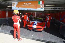 #83 AF Corse Ferrari 458 Italia: Francois Perrodo