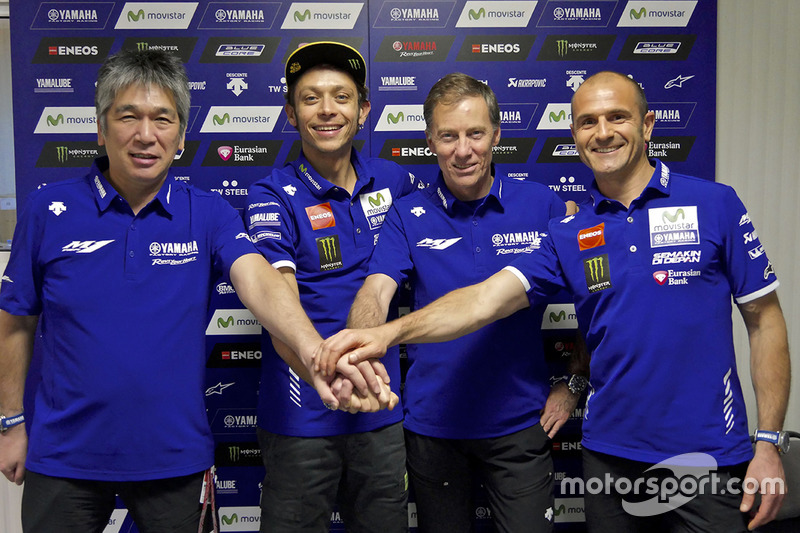 Valentino Rossi, Movistar Yamaha MotoGP celebra su nuevo contrato con Yamaha