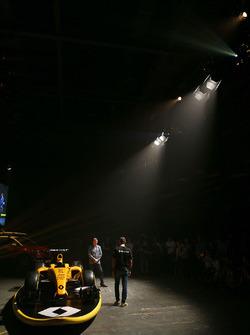 Cyril Abiteboul, directeur de Renault Sport F1 avec David Croft, Sky Sports