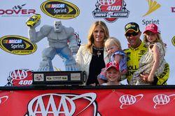 Winnaar Matt Kenseth, Joe Gibbs Racing Toyota met zijn familie