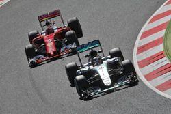 Lewis Hamilton, Mercedes AMG F1 W07 Hybrid leads Kimi Raikkonen, Ferrari SF16-H