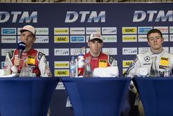 诺里斯林第一回合新闻发布会:爱德华多·莫塔拉(中),杰米·格林(左),保罗·迪雷斯塔(右)