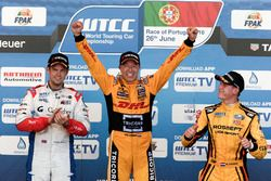 Podium: Race winner Tom Coronel, Roal Motorsport, Chevrolet RML Cruze TC1; second place Tom Chilton,