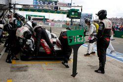 Пит-стоп экипажа Энтони Дэвидсон, Себастьен Буэми и Казуки Накаджима, #5 Toyota Racing Toyota TS050