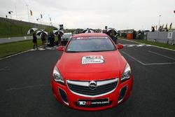 TCR-Opel in der Startaufstellung