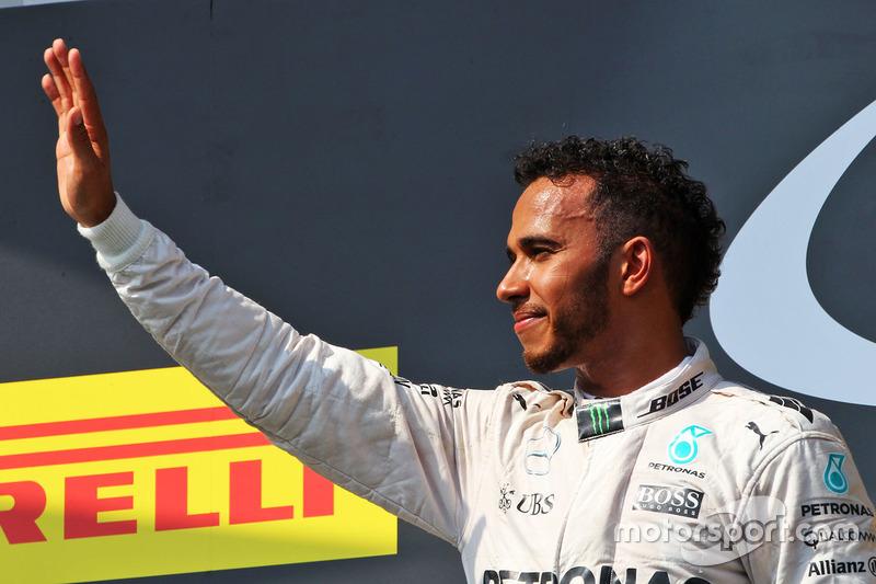 Podyum: Kazanan Lewis Hamilton, Mercedes AMG F1 Team