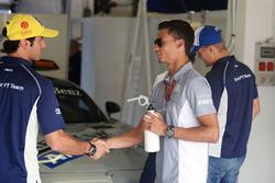 Pascal Wehrlein, Manor Racing y Felipe Nasr, Sauber F1 Teamon en el desfile de pilotos