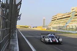 #1 Porsche Team Porsche 919 Hybrid: Timo Bernhard, Mark Webber, Brendon Hartley takes the checkered