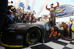 Le vainqueur, Martin Truex Jr., Furniture Row Racing Toyota
