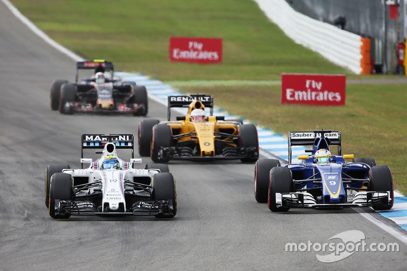 Com uma roda torta desde a primeira volta, Felipe Massa sofreu com a falta de ritmo durante o tempo em que esteve na pista e abandonou.